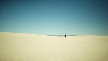 walk-in-desert-lonely